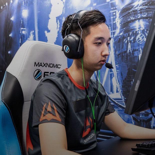 «С восьмого класса играл каждый день по 10 часов»: Казахстанский киберспортсмен