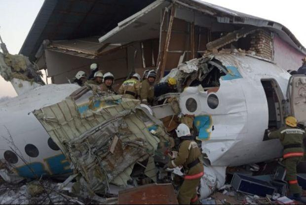 «Люди просят скорую, она не едет»: Очевидцы о крушении самолета Bek Air