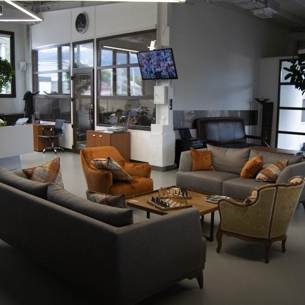 Как выглядит офис РТС Decaux — Офис на The Village Казахстан