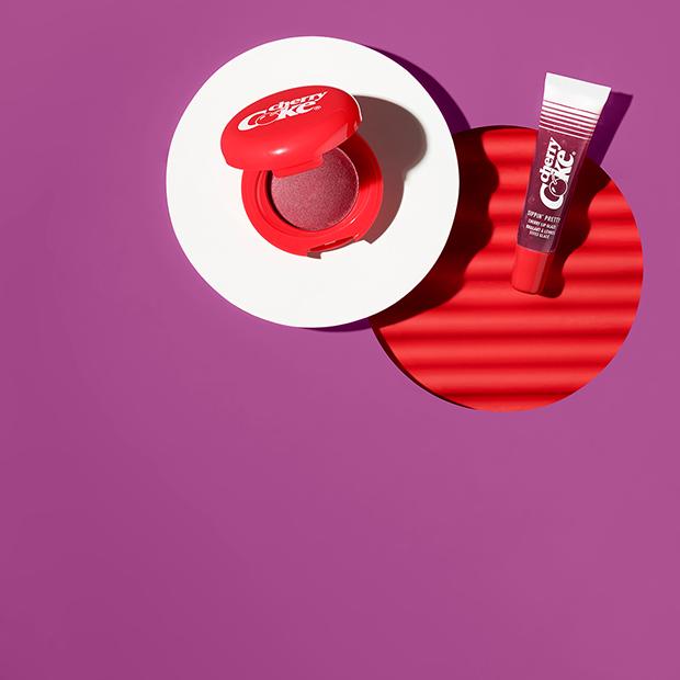 Мерч c «Наруто», косметика Coca Cola и розыгрыш автографа Лионеля Месси от adidas
