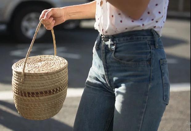 И в мир, и в пир: 15 плетеных сумок на лето — Вещи недели на The Village Казахстан