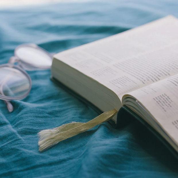 Найти собутыльника из классиков и пробить информационный пузырь: Проводим выходные как книголюбы — Выходные дома на The Village Казахстан