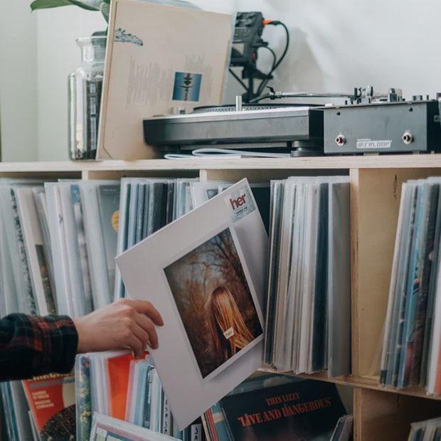 История музыки, Tiny Desk Concert и казахский инди-рок: Как провести выходные по-меломански — Выходные дома на The Village Казахстан