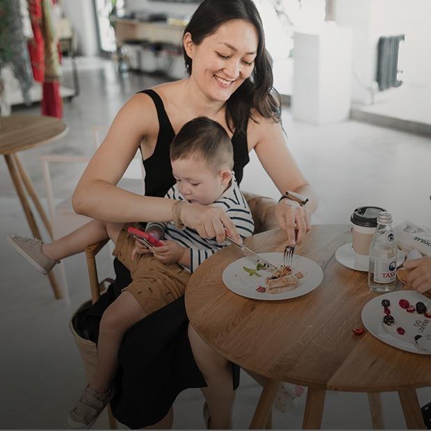 «Оставляла сына на ресепшене и шла знакомиться с клиентами»: Асель Джабасова – о карьере и детях — Карьера на The Village Казахстан