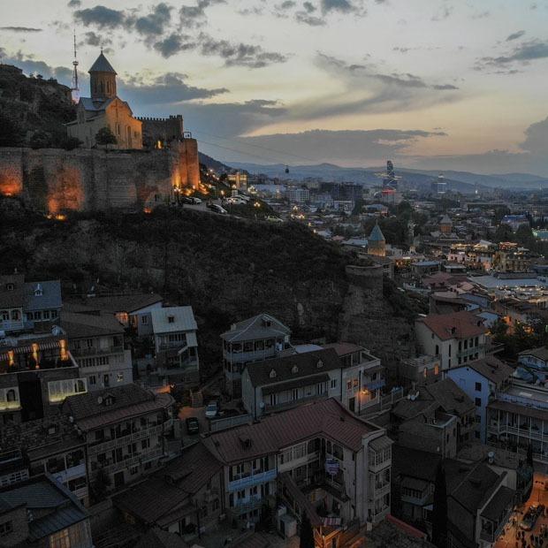 Гид по Тбилиси: Ночная жизнь, секонды, еда, вино и Старый город