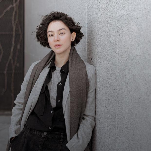 Айсулу Азимбаева, актриса: «Стиль — не мода, а самовыражение и комфорт» — Внешний вид на The Village Казахстан