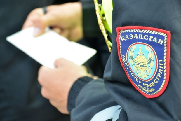 Мені полицей тоқтатса, не істеу керек?  — Qazaqsha на The Village Казахстан