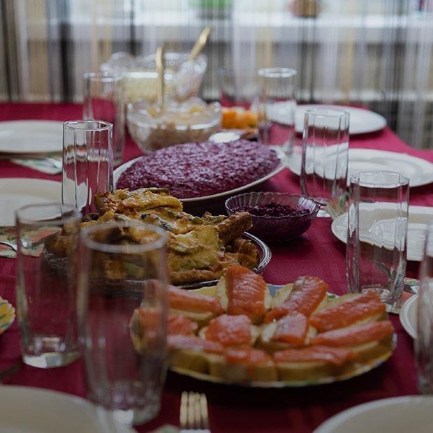 Что ставят на новогодний стол казахстанцы разной этнической принадлежности?  — Люди в городе на The Village Казахстан