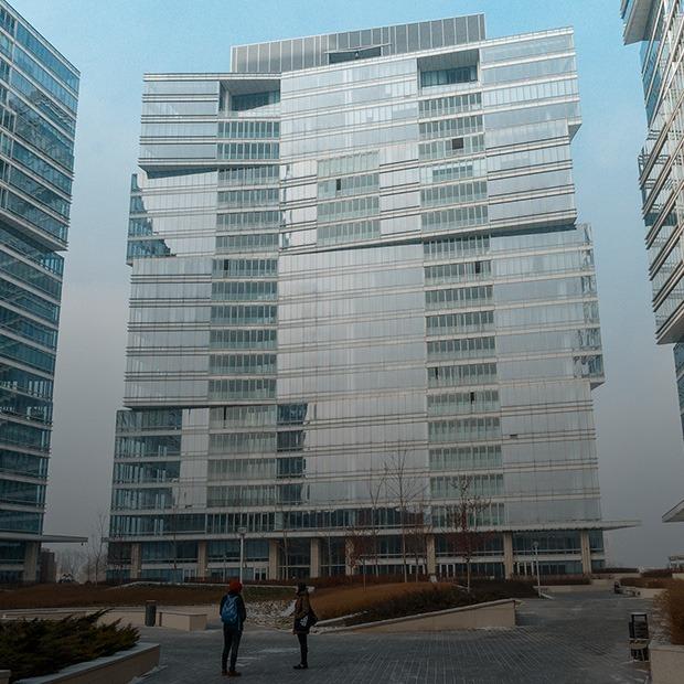 «Я работаю в Esentai Apartments» — Где ты работаешь на The Village Казахстан