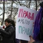 Двух алматинских активисток задержали из-за сожжения венка во время марша феминисток