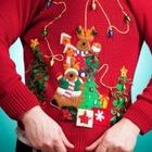 Водителям британских школьных автобусов запретили носить рождественские свитеры