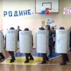 «Палкой сверху, бей!» В России спецназ ФСИН показал пятиклассникам, как разгонять протестующих