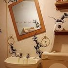 Британский художник Бэнкси представил новую работу на тему самоизоляции