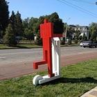 Скульптуры «Красных человечков» на самокатах появились у станции метро «Абай»