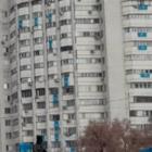 Жители домов на Площади Республики, где проходит митинг, вывесили флаги РК. Раньше не позволял закон