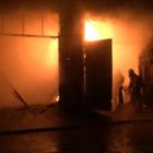20 автомобилей сгорело на СТО в Алматы
