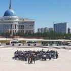 Многодетные матери собрались в Астане. Они требовали встречи с руководством страны.