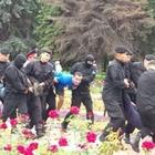 В Алматы массово задерживают людей. Они выступили против внеочередных выборов