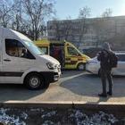 На активистку, прижатую к здания отрядом СОБР, упал кусок льда