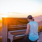В Милане парень сыграл гимн Казахстана на пианино