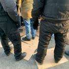 В Алматы активистов 6 часов держат в окружении. Они стоят на промерзшей земле, а сверху падает лед