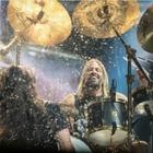 Барабанщик Foo Fighters записал учебное видео на карантине