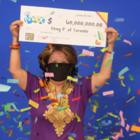 Жительница Канады выиграла 60 миллионов долларов. Числа для победы приснились ранее ее мужу