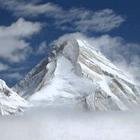 На поиски пропавших альпинистов вылетел вертолет со спасателями