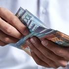 Расслоение доходов: В Казахстане официант зарабатывает больше врача и учителя