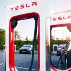 В столице появились шесть сверхбыстрых станций для зарядки Tesla