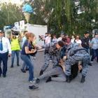 100 человек задержали на субботних митингах в Алматы и столице