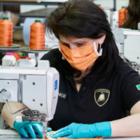Lamborghini будет шить медицинские маски и производить защитные экраны для лица