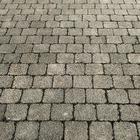 В парке Ганди заменили брусчатку на асфальт. По мнению чиновников, брусчатка может оказаться орудием