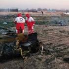 Украинский пассажирский самолет разбился в Иране. На борту было около 180 человек