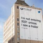 «Я не начну 2021, пока не увижу трейлер»: Twitter разместил билборды с шутками о 2020 годе