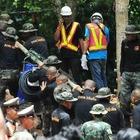 Застрявшие в пещере дети с тренером эвакуированы в Таиланде
