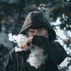 Исследование: Электронные сигареты возвращают человека к курению обычных