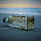 Послание в бутылке из Японии нашли на Гавайских островах после 37 лет