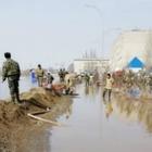 В Кокшетау вода подтопила дома и улицы