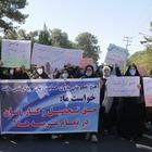 Афганские женщины вышли на митинг с требованием соблюдать их права