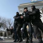 В Алматы и Астане задержали людей у офисов партии «Нур Отан»