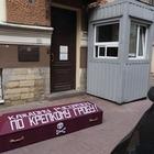 Нацболы принесли гроб к консульству Казахстана в Санкт-Петербурге