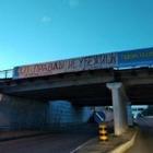 В Семее неизвестные повесили плакат с надписью «От правды не убежишь»