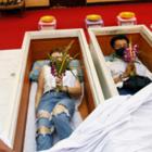 В Таиланде жители притворяются мертвыми, чтобы расслабиться