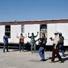 Вооруженные американцы протестуют против карантина и защищают бизнес, открытый вопреки запретам