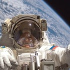 Два человека выйдут в открытый космос. Оба не космонавты
