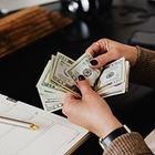 Нацбанк установил время работы банков и обменников во время карантина
