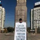Активист Асхат Жексебаев уже больше недели проводит пикеты за свободу политзаключенных