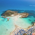 Правительство Кипра оплатит отпуск заразившимся COVID-19 туристам