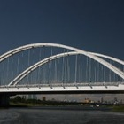 В столице мужчина хотел спрыгнуть с моста